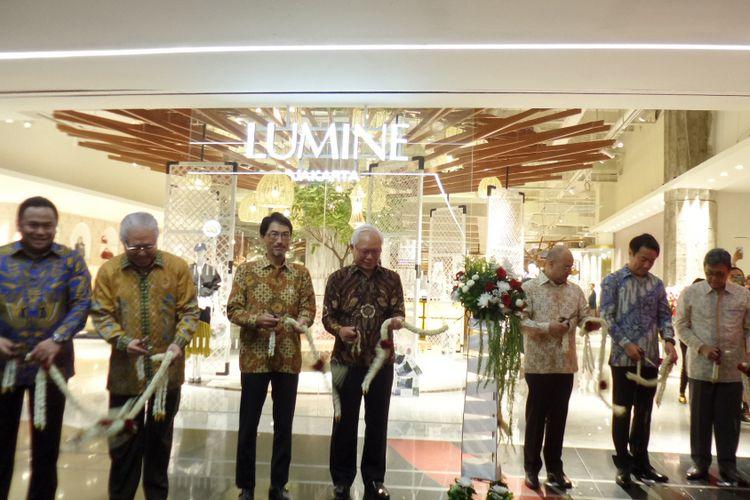 Pusat belanja fesyen Jepang, Lumine kini hadir di Plaza Indonesia, Jakarta. Tak hanya menghadirkan fesyen wanita, Lumine Jakarta juga memberikan pilihan koleksi fesyen dan aksesori untuk pria.