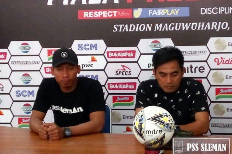 Pelatih PSS Sleman Seto Nurdiyantara dan Ega Rizky dalam jumpa pers di Stadion Maguwoharjo Sleman, Kamis (14/03/2019)