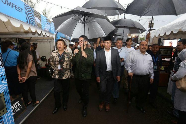 Wali Kota Bandung Ridwan Kamil saat meninjau kegiatan Bekraf Festival 2017 di Gudang PT KAI, Jalan Sukabumi, Jumat (8/12/2017) sore.
