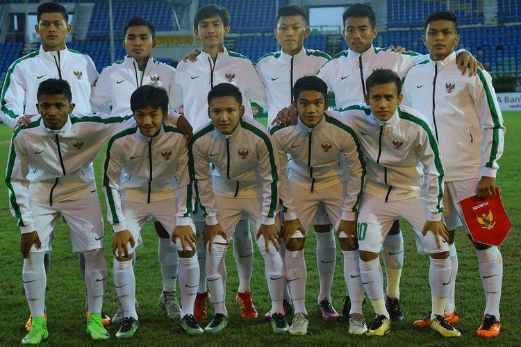 Susunan pemain utama timnas U-19 Indonesia pada saat melawan Filipina pada pertandingan Piala AFF U-18 di Myanmar, Kamis (7/9/2017).