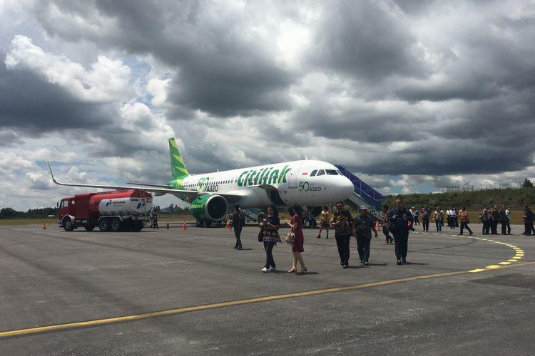 Penerbangan perdana Citilink rute baru Halim-Silangit di Bandara Internasional Silangit, Sumatera Utara, Sabtu (28/10/2017).