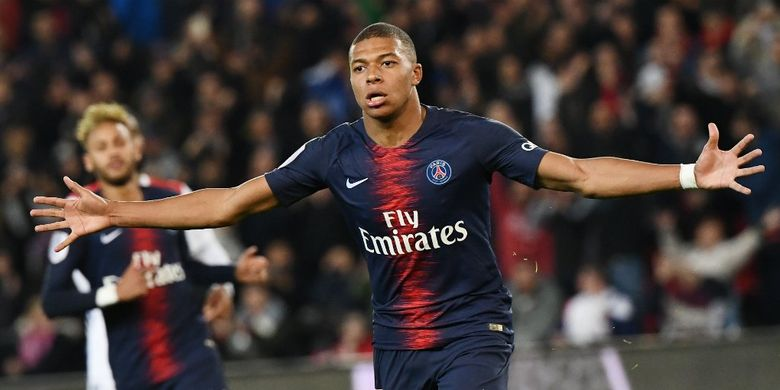 Kylian Mbappe menepis segala isu yang menghubungkannya dengan Real Madrid, Senin (22/4/2019)