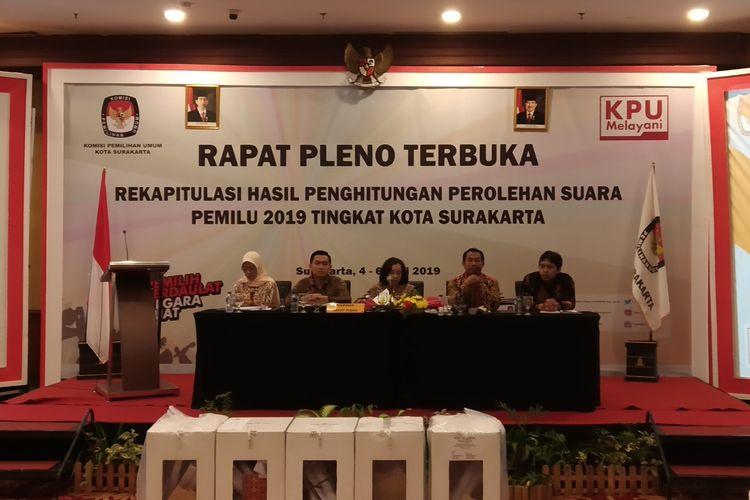 Rapat pleno terbuka rekapitulasi penghitungan suara pemilu 2019 tingkat kota diselenggarakan KPU Surakarta di The Sunan Hotel Solo, Jawa Tengah, Sabtu (4/5/2019).