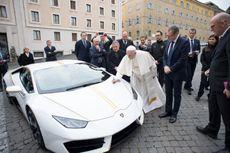 Paus Fransiskus Lelang Lamborghini yang Dihadiahkan Untuknya