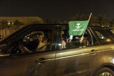 Boleh Mengemudi Mobil, Perempuan Saudi Luapkan Air Mata Bahagia