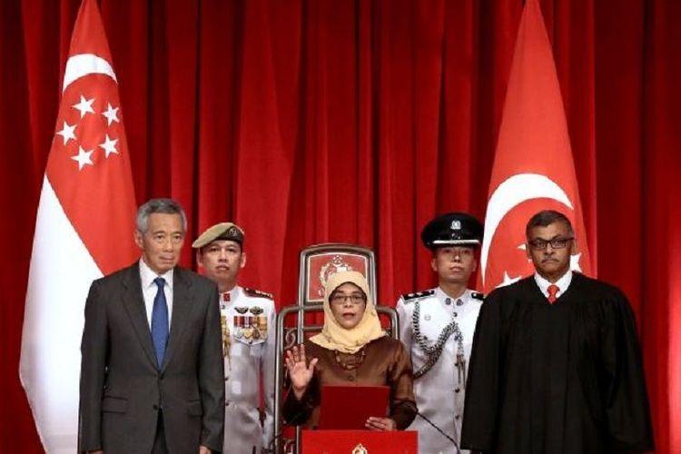 Presiden terpilih Singapura, Halimah Yacob , diambil sumpahnya di Istana Kepresidenan Singapura, Kamis (14/9/2017) sore.
