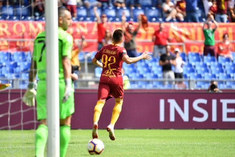 Stephan El Shaarawy merayakan gol AS Roma ke gawang Chievo Verona pada pertandingan Serie A di Stadion Olimpico, 16 September 2018.