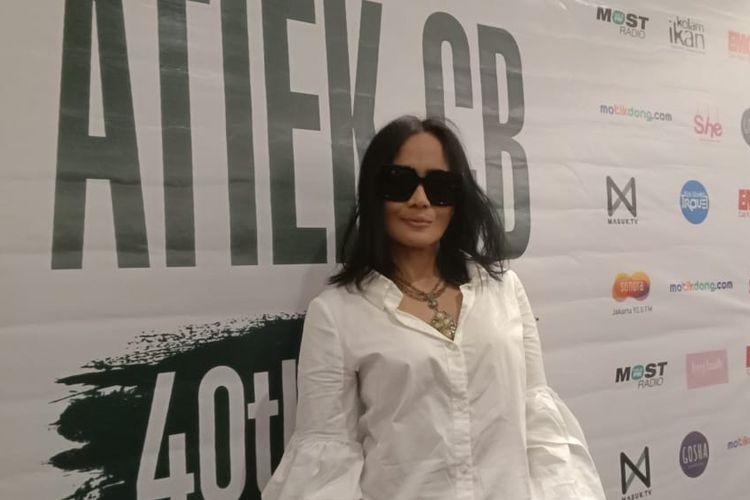 Atiek CB memberikan jumpa pers tentang konsernya yang bertajuk 40 Tahun Meretas Jejak di Soehanna Hall, Energy Building SCBD, Jakarta Selatan