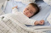 Kenapa Bayi Tersenyum Saat Tidur?