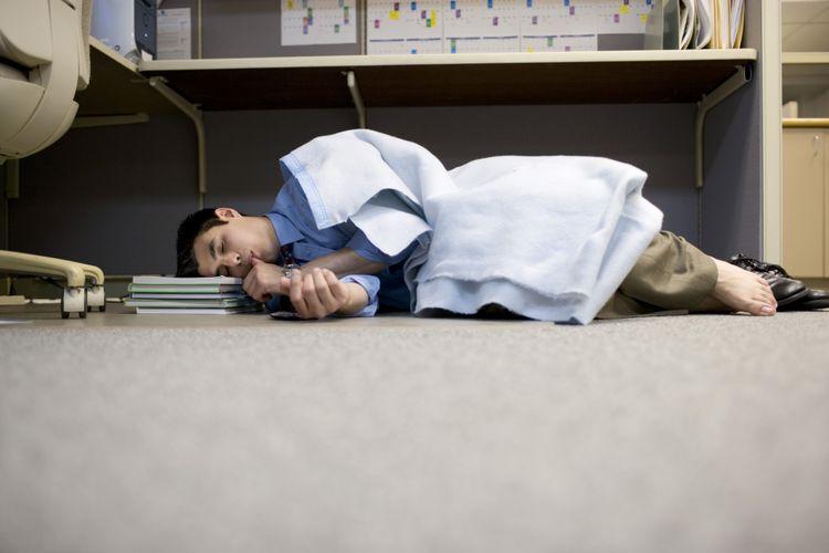 Ilustrasi tidur di kantor