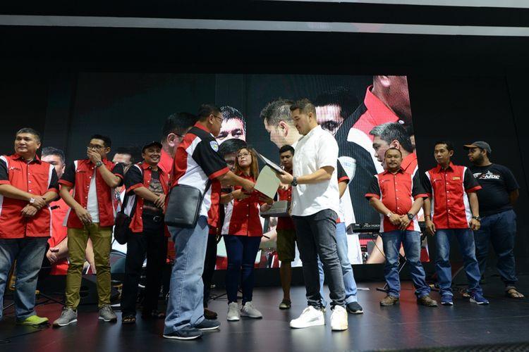 Rifat Sungkar diangkat sebagai anggota kehormatan Xpander Mitsubishi Owner Club (XMOC)