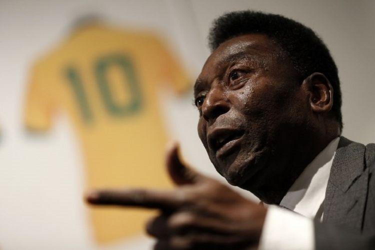 Legenda sepak bola asal Brasil, Pele, pada acara lelang memorabilianya di London, 1 Juli 2016.