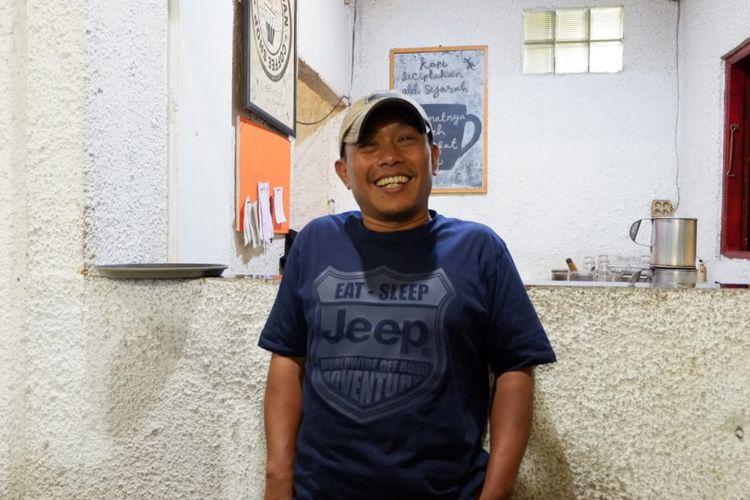 Penulis buku sekaligus sutradara film Dilan 1991 Pidi Baiq saat diwawancarai di Bandung, Kamis (21/2/2019).