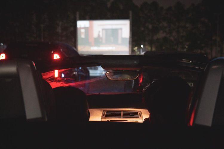 Bioskop alternatif bernama Drive-In Senja di Tangerang, Banten.