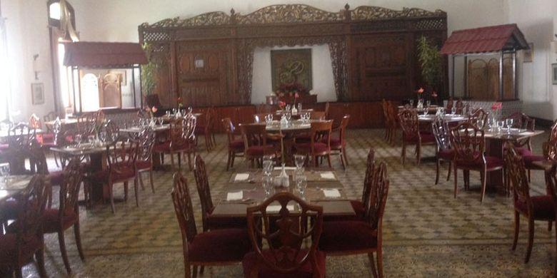 Suasana restoran di Hotel Kresna Wonosobo yang masih dipertahankan keasliannya.