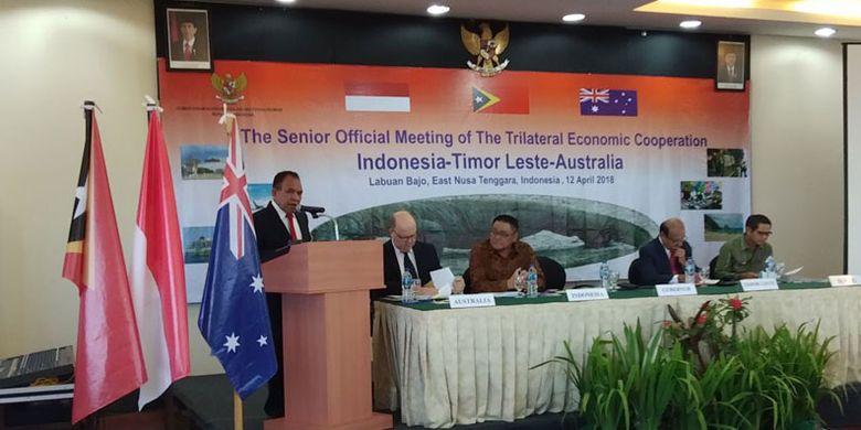 Gubernur NTT Frans Lebu Raya membuka kegiatan The Senior Official Meeting of The Trilateral Economic Cooperation Indonesia-Timor Leste-Australia, di Labuan Bajo, Kabupaten Manggarai Barat, NTT, Kamis (12/4/2018).
