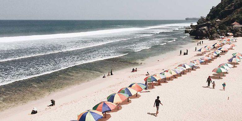 Pantai Pok Tunggal di Gunungkidul, DI Yogyakarta.