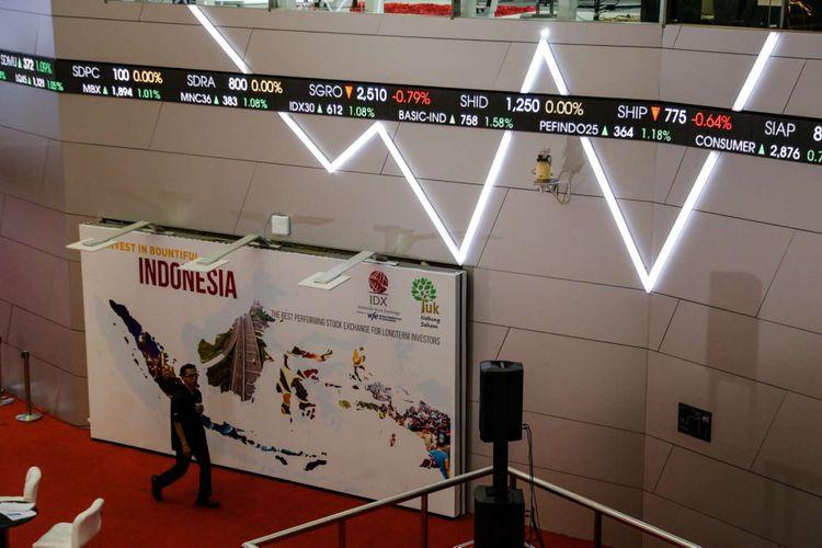 Suasana di Bursa Efek Indonesia (BEI), Jakarta, Senin (19/2/2018).