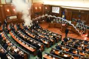 Seorang Anggota Parlemen Kosovo Lempar Gas Air Mata di Ruang Sidang