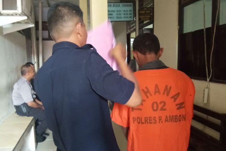 MG, seorang buruh bangunan di Ambon, Kamis (15/2/2018), dijebloskan ke sel tahanan Polres Pulau Ambon dan Pulau-pulau Lease karena memerkosa putri kandungnya sendiri.