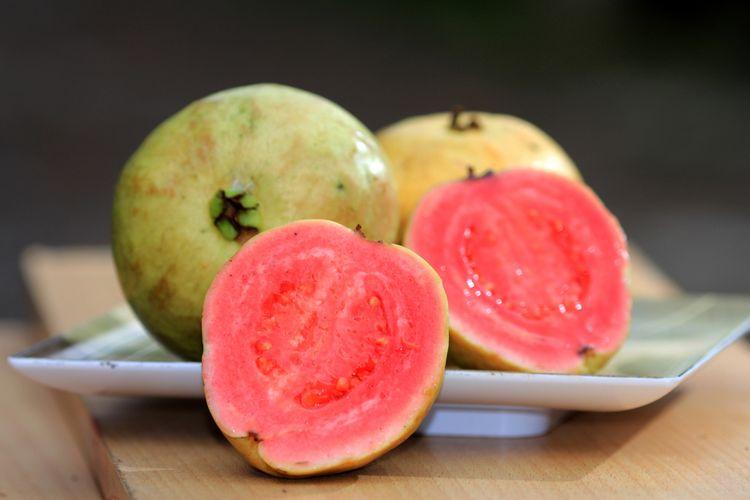 6 Buah Buahan Tinggi Vitamin C Selain Jeruk Halaman All Kompas Com