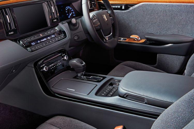 Interior Toyota Century menawarkan interior berkelas