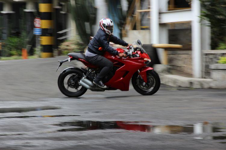 Karakter Ducati Supersport cukup lincah untuk manuver