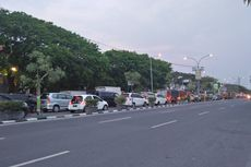 Papan Reklame Ambruk, Jalur Gresik-Lamongan Macet 5 Kilometer