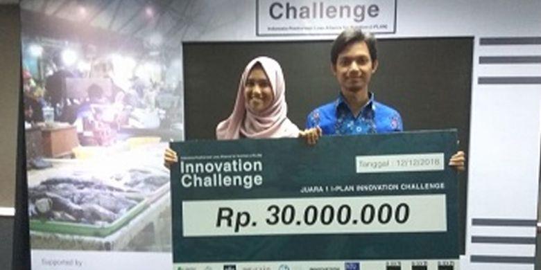Mahasiswi IPB Sri Ambar Wulan bersama rekannya dari Fakultas Perikanan dan Ilmu Kelautan (FPIK) IPB  berhasil meraih Juara I dan memperoleh hadiah sebesar 30 juta rupiah pada Lomba Innovation Challenge.