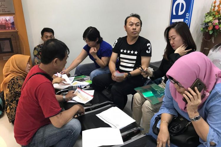 Proses refund pembeli apartemen Sipoa Grup di Surabaya, Jumat (7/12/2018)
