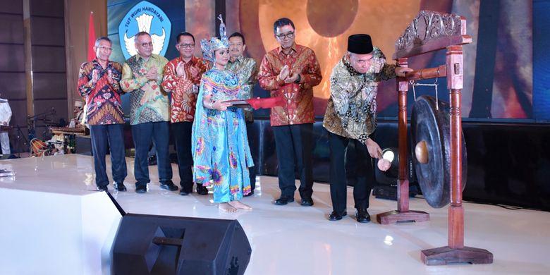 Menteri Pendidikan Kebudayaan (Mendikbud), Muhadjir Effendy, saat membuka Dialog Kebijakan PAUD dan Pendidikan Keluarga, di Bandung, Jawa Barat (7/12/2018).