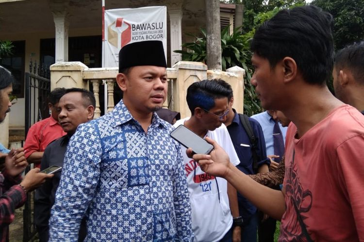 Wali Kota Bogor Bima Arya Sugiarto saat memberikan keterangan usai diperiksa Bawaslu Kota Bogor, Jumat (11/1/2019).