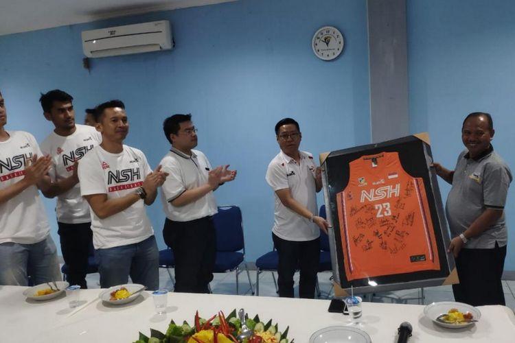 NSH Jakarta dan Peak Indonesia menggelar syukuran bersama anak yatim piatu dan anak jalanan binaan Panti Sosial Bina Remaja Taruna Jaya, di bilangan Tebet, Jakarta Selatan pada Sabtu (2/3/2019).