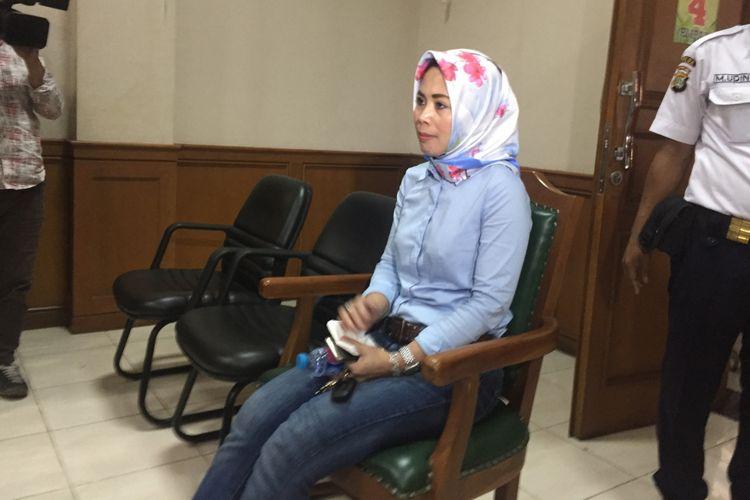 Istri Abdee Slank, Anita Dewi Farida, di Pengadilan Agama Jakarta Selatan, Senin (12/3/2018). Kehadiran Anita adalah menghadiri proses sidang cerai dengan gitaris band Slank tersebut.
