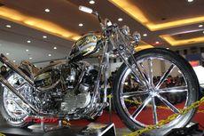 Falcon, Harley Chopper Bernuansa Suku Kulit Merah