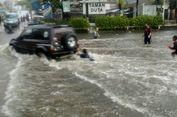 Sejumlah Ruas Jalan di Depok Tergenang Banjir Sore Ini