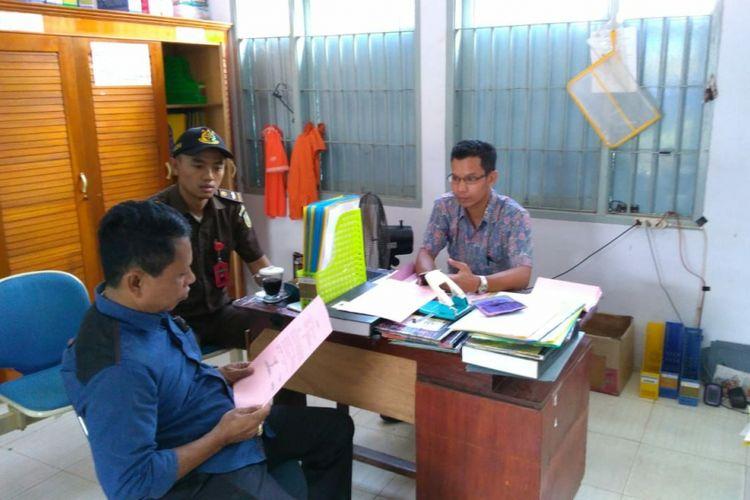 Kejari Luwu mengeksekusi kasubag keuangan Dikpora karena melakukan tindak korupsi dana tunjangan sertifikasi guru