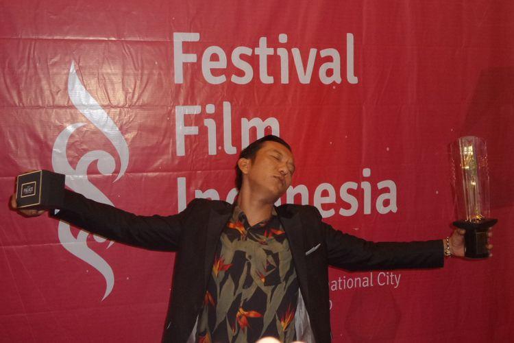 Teuku Rifnu Wikana meraih Piala Citra sebagai Pemeran Utama Terbaik untuk film Night Bus pada Festival Film Indonesia (FFI) 2017, di Grand Kawanua International City, Manado, Sulawesi Utara, Sabtu (11/11/2017) malam.