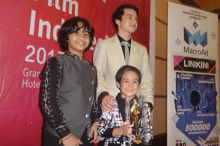 Muhammad Adhiyat memenangi Piala Citra kategori Pemeran Anak Terbaik untuk film Pengabdi Setan pada Festival Film Indonesia (FFI) 2017, di Grand Kawanua International City, Manado, Sulawesi Utara, Sabtu (11/11/2017) malam.