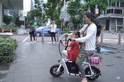 Antar Anak ke Sekolah, Sarwendah Hanya Kenakan Daster dan Naik Sepeda