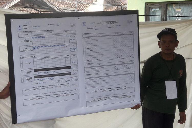Hasil PSU di TPS 13 Kelurahan Cijoro Lebak, Kecamatan Rangkasbitung, Kabupaten Lebak, Banten, Rabu (24/4/2019) dimenangkan oleh paslon 02 dengan 141 suara.