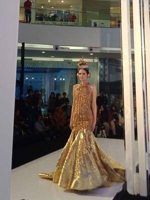 Koleksi busana desainer Diana Putri dalam koleksi bertajuk Your Majesty pada Fashion Nation 2018 di Senayan City, Senin (16/4/2018)