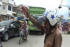 Keikhlasan 'Pak Selamet Pagi' Urai Kemacetan di Trans Sulawesi