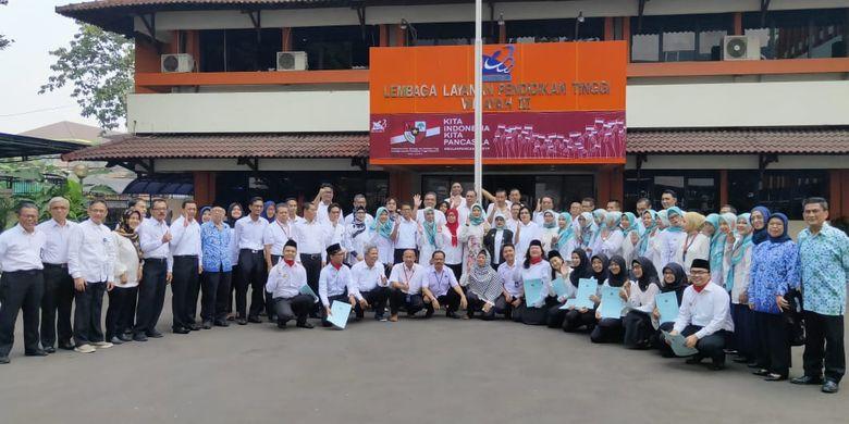 Lembaga Layanan Pendidikan Tinggi (LLDikti) Wilayah III DKI Jakarta menggelar upacara peringatan Hari Lahir Pancasila di Lapangan Kantor LLDIKTI Wilayah III Jakarta, Cawang, Jakarta (1/6/2019).