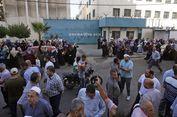 Ribuan Warga Gaza Tentang Rencana PHK Karyawan UNRWA