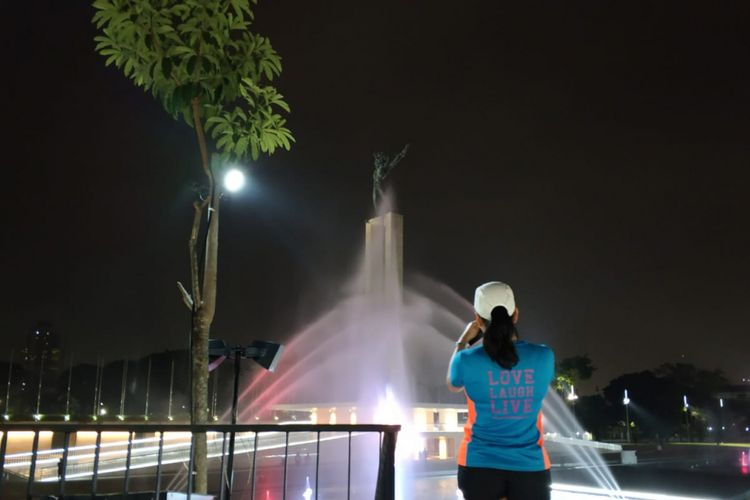 Lampu dan air mancur menarikan lagu nasional di Lapangan Banteng, Rabu (11/7/2018)