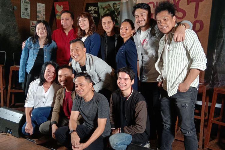 Produser, sutradara, dan para pemain film horor-komedi Ghost Writer menghadiri jumpa pers di Yesterday Backyard di Pangeran Antasari, Jakarta Selatan, Selasa (19/2/2019).