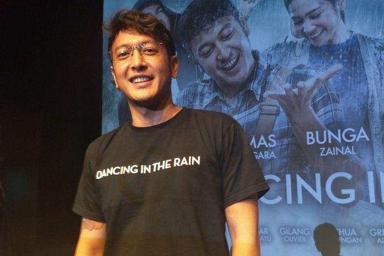 Artis peran Dimas Anggara dalam gala premiere film Dancing In The Rain di XXI Plaza Senayan, Jakarta Pusat, Kamis (11/10/2018).
