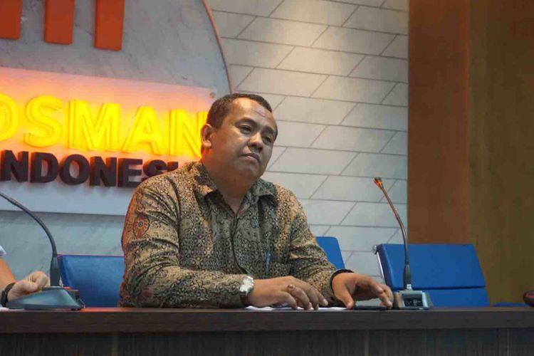 Kepala Ombudsman RI Perwakilan Jakarta Raya Teguh P Nugroho  saat konfrensi pers laporan akhir hasil pemeriksaan (LAHP) maladministrasi penghentian pelayanan publik  Pemerintah Kota Bekasi di Kantor Ombudsman, Jakarta Selatan, Rabu (15/8/2018).