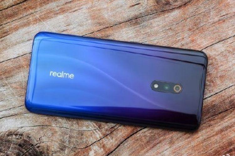 Ilustrasi Realme X warna biru
